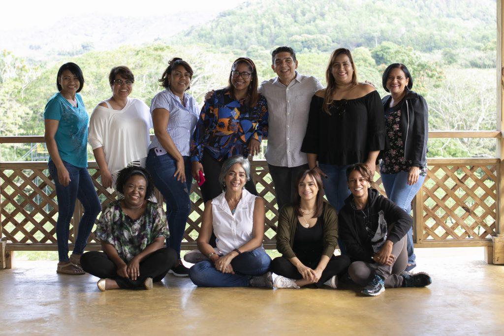 María Elena Núñez inaugura nuevas oficinas de su programa de TV